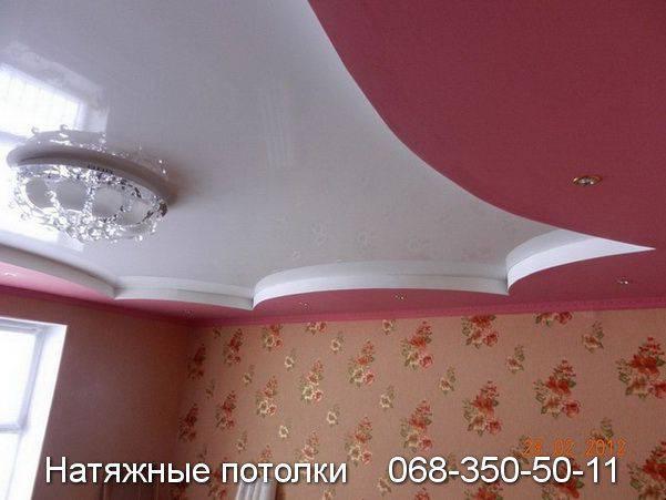 яркий нарядный потолок для зала