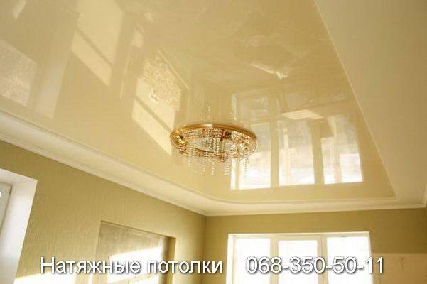 лаковый натяжной потолок в двух уровнях