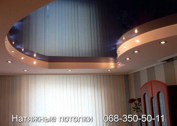 натяжные потолки с точечным освещением снизу и сбоку нижнего уровня